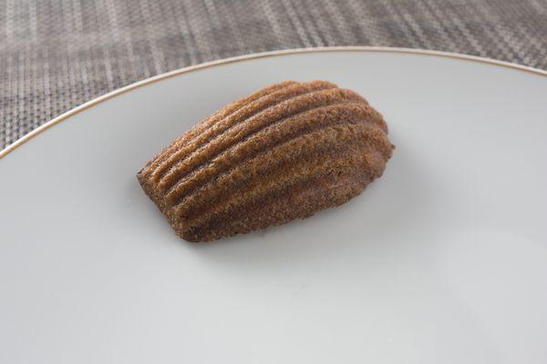 Madeleine aux truffes noire(マドレーヌ オ トリュフ ノワール)